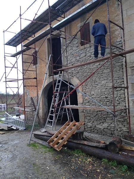 charpente-reparation de toiture-macon-maconnerie-renovation de maison-construction en beton arme-artisan macon